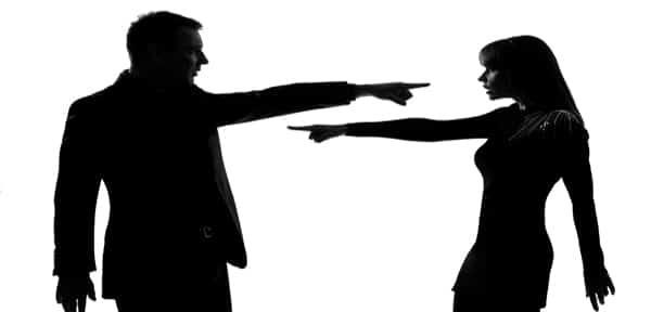چرا انتقاد کردن از دیگران به شما اسیب میزند؟